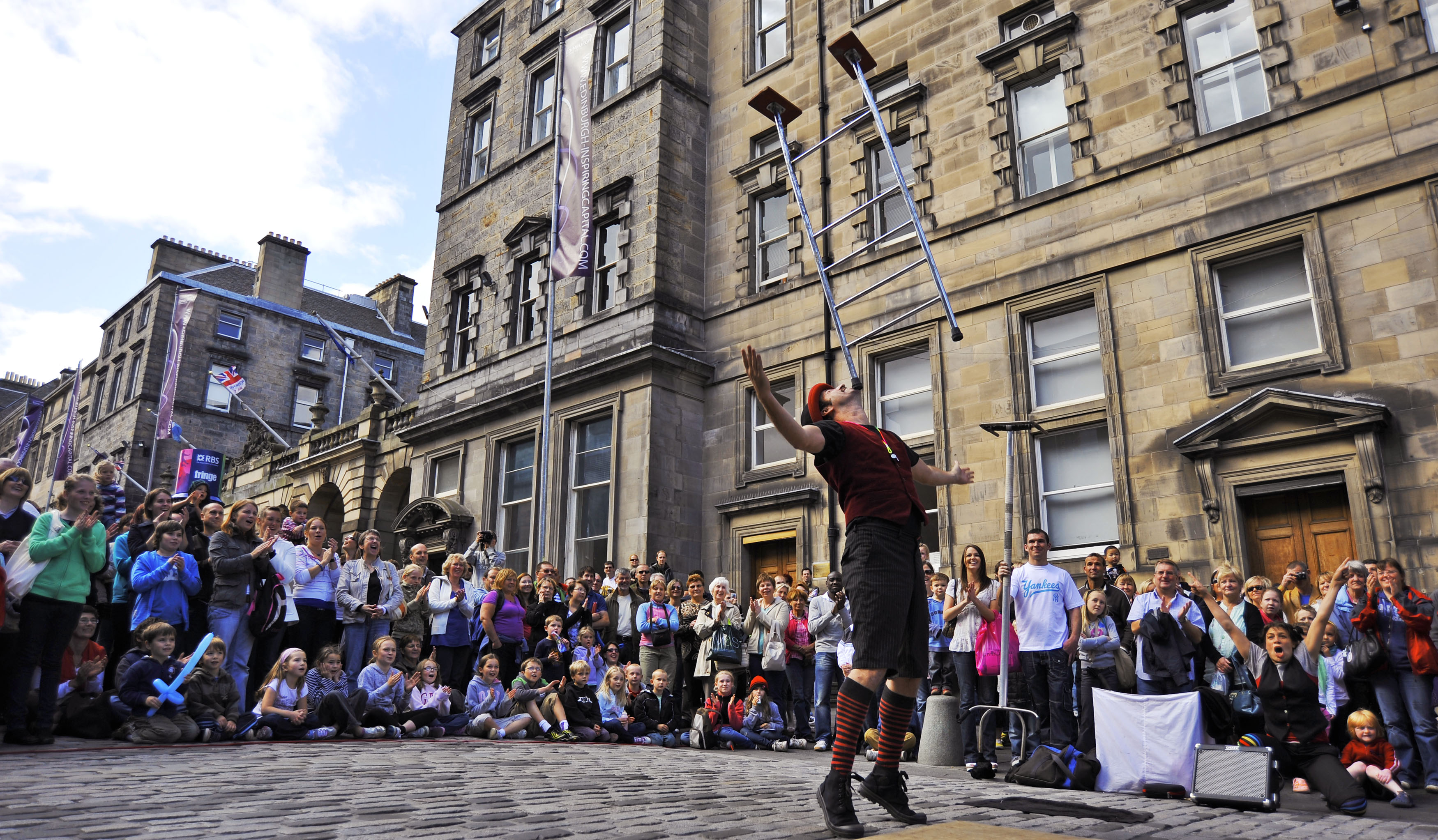 street performer on The Royal Mile @ Edinburgh Fringe Festival